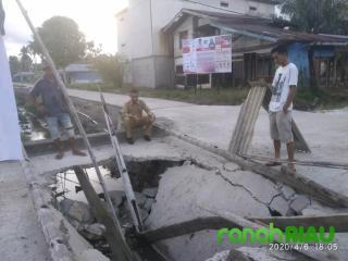 Warga Keluhkan Jembatan Yang Ambruk dan Aktivitas Terganggu