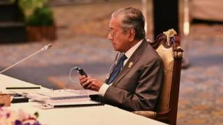 RI Tak Mau Dibantu Padamkan Karhutla, Mahatir Minta Jurnalis Tanya Jokowi
