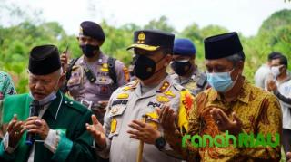 Kapolda Riau Letakkan Batu Pertama Pembangunan Dua Ponpes di Siak
