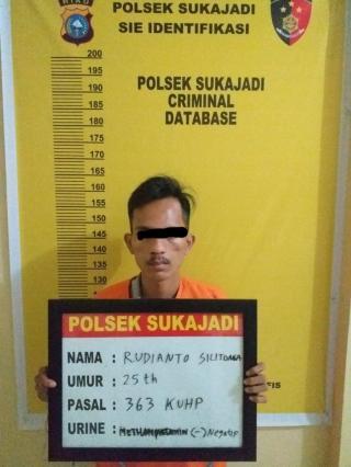 Dua Pelaku Pencurian handphone di Tangkap Polisi setelah melakukan aksi